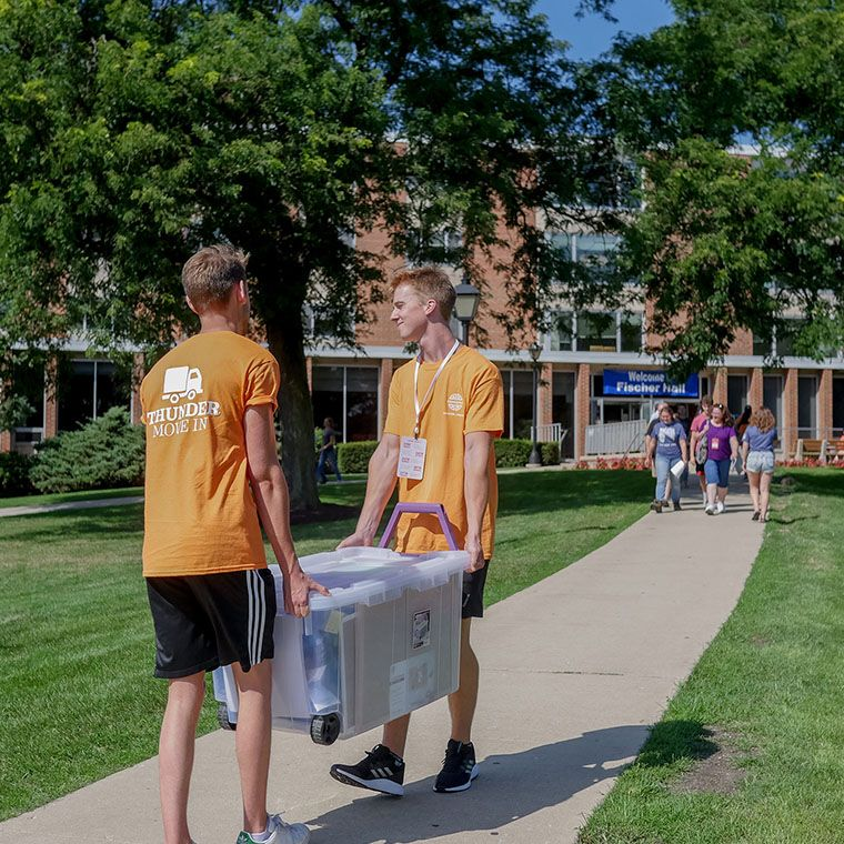760x760-students-moving-in