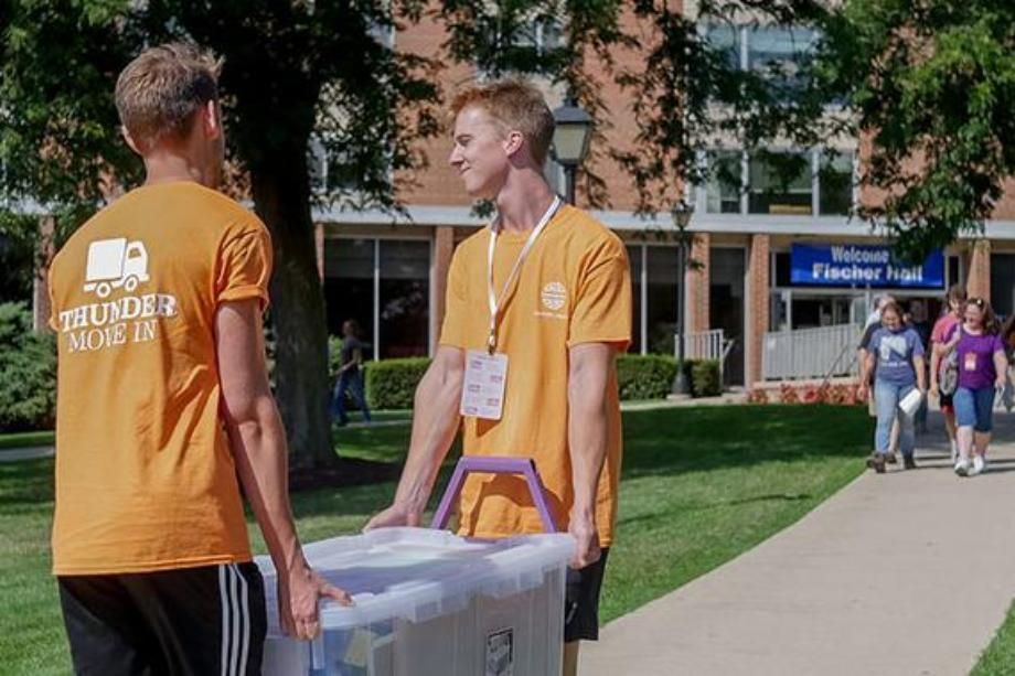 students helping move in new students