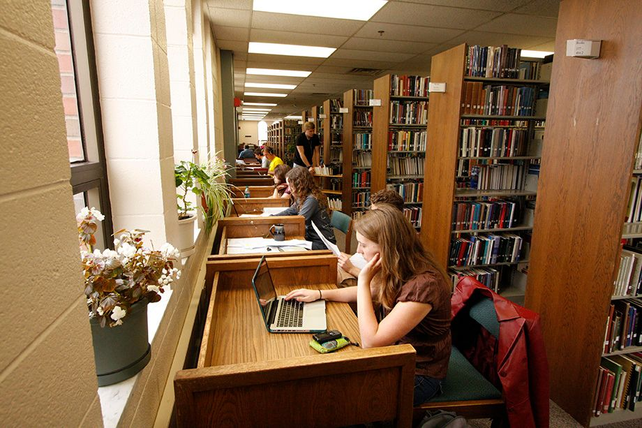 920x613 students studying in Buswell library