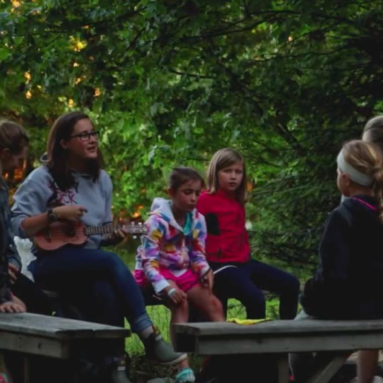 intro campers singing at honeyrock