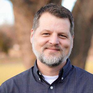 Erik Carter Headshot
